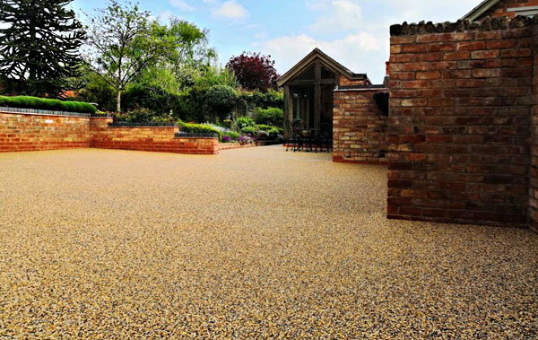 resin bound aggregate installed by landscape gardeners