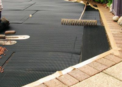 Raking resin bound aggregate during install